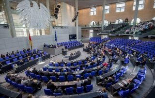 bundestag votes in favor of refugee family reunifications