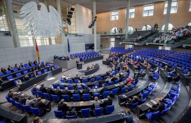 bundestag votes in favor of refugee family reunifications